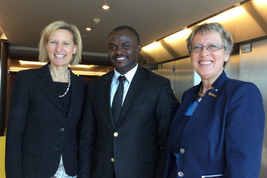 Prof. Dr. Angelika Niebler (Mitglied des Europäischen Parlaments), Dr. Michel Kodom (Gründungspräsident Aimes-Afrique), Margret Kopp (Vorstandsvorsitzende Aktion PiT - Togohilfe e.V.)