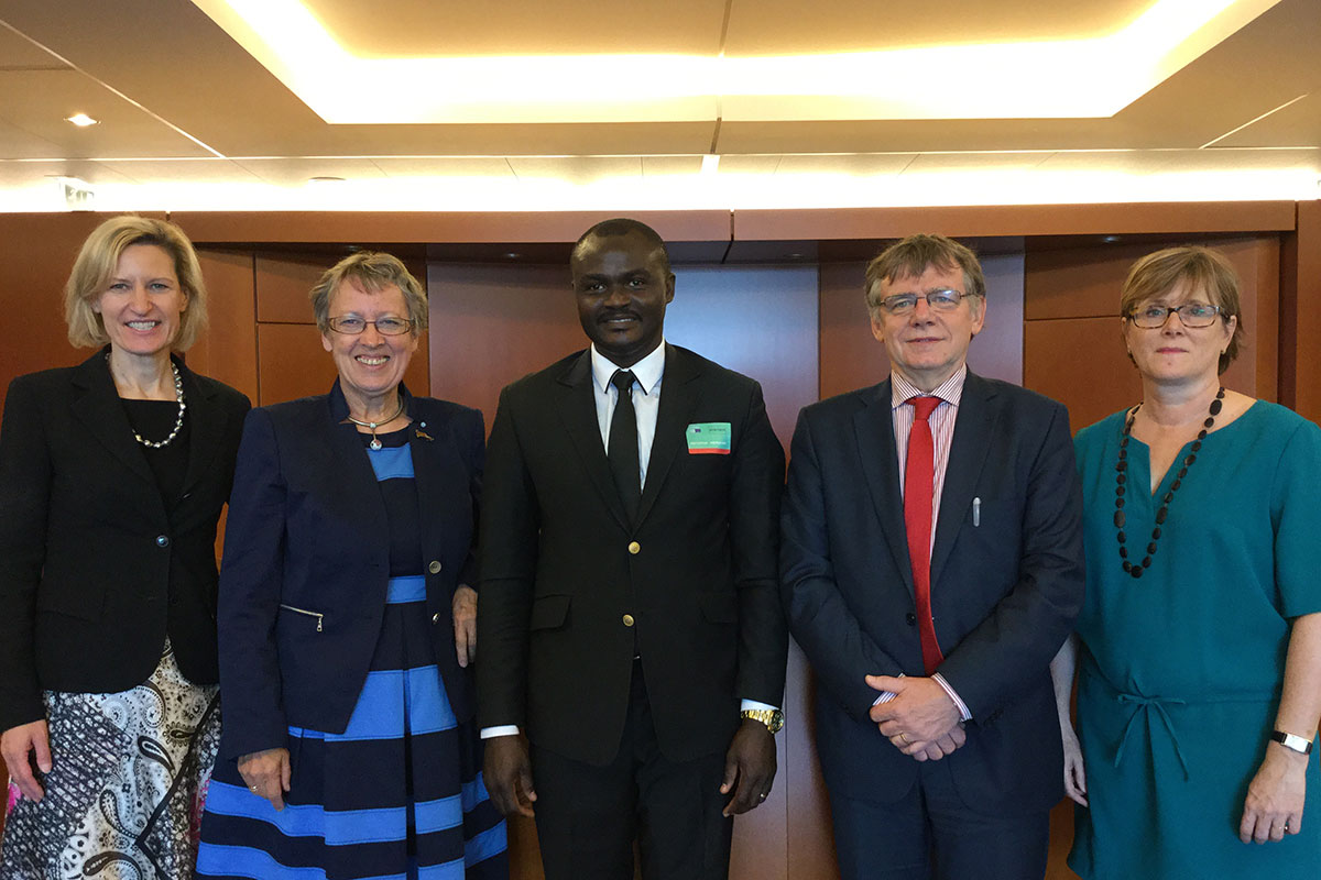 Prof. Dr. Angelika Niebler (Mitglied des Europäischen Parlaments), Margret Kopp (Vorstandsvorsitzende Aktion PiT - Togohilfe e.V.), Dr. Michel Kodom (Gründungspräsident Aimes-Afrique), Referent und Referentin von Europe Aid